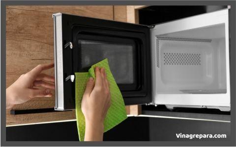 Usa vinagre para limpieza de microondas